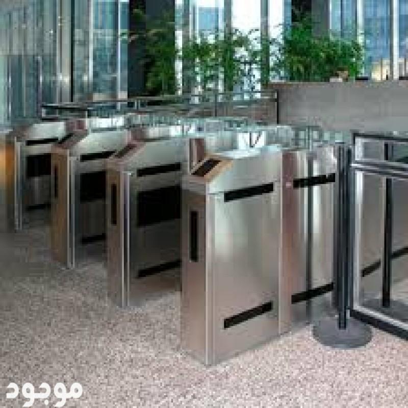بوابات الكترونية للتحكم بدخول الافراد والموظفين